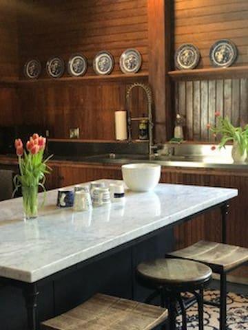 Emerson House, Village historic, chef's kitchen!