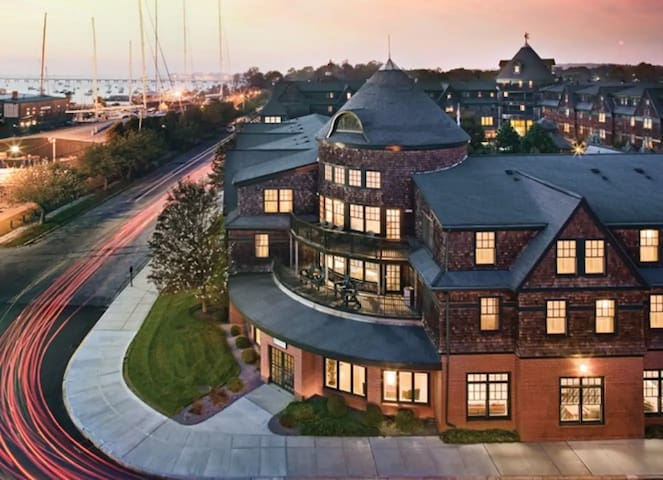 Great Waterway Getaway on the Newport Bay