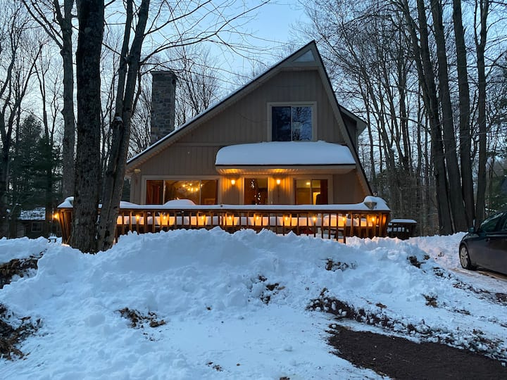The H.S. Burrow - A Cozy Mid-Century Chalet