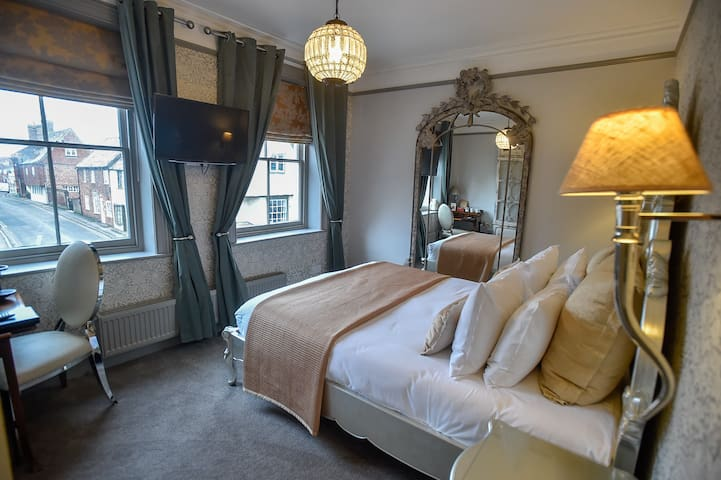 Room 3, The Kingsbury @ No8