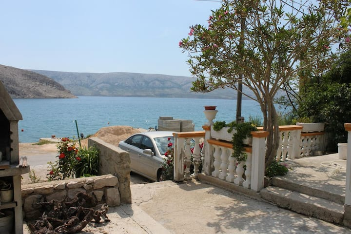 Two bedroom apartment near beach Metajna, Pag (A-6352-a)