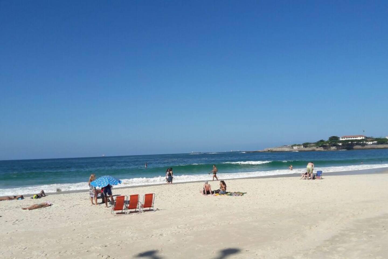 Vista praia, uma quadra do apto