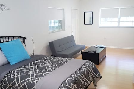 Clean, Private & Spacious Studio North Miami Beach - 迈阿密 - 独立屋