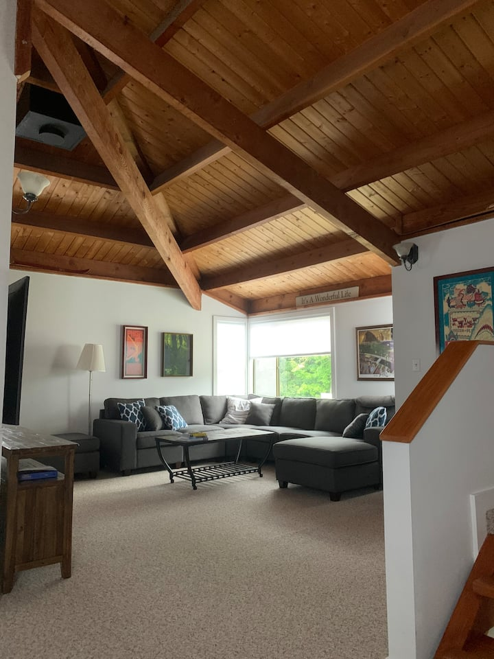 Updated 3 Bedroom Condo Minutes to Skiing & Hiking