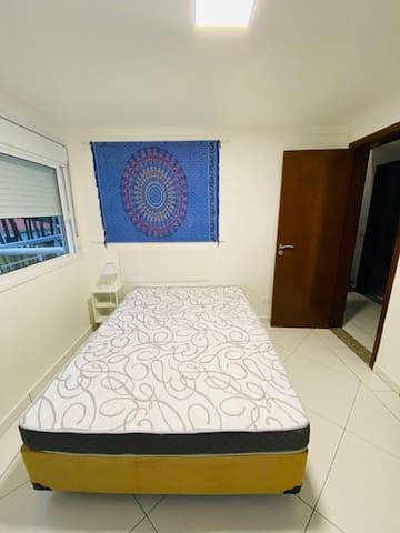 Quarto 3 - cama de casal, A/C e WC privativo.
