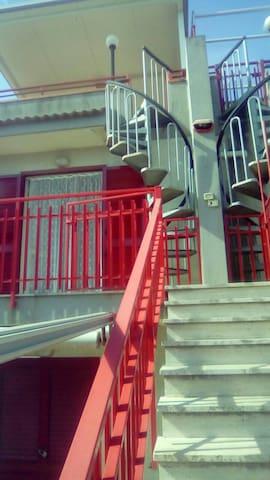 Bivani in Fondachello con posto aut - Fondachello - House