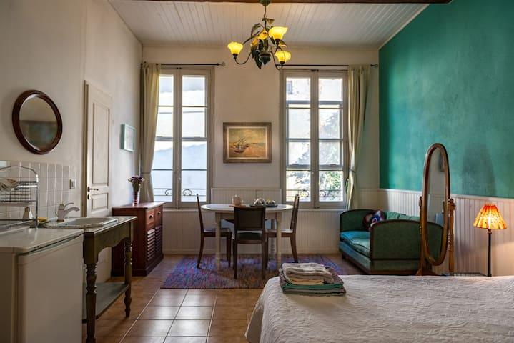Central, bohemian charm b&b Van Gogh studio