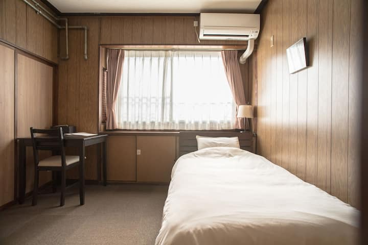 1 bed Western-style room.1 bus from Kyoto Station!