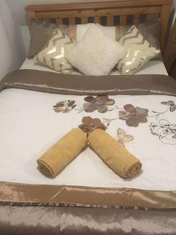 Double room 3 minutes from Kettering station