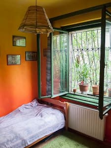 Colorful room in the Buda side - Budapest - Wohnung