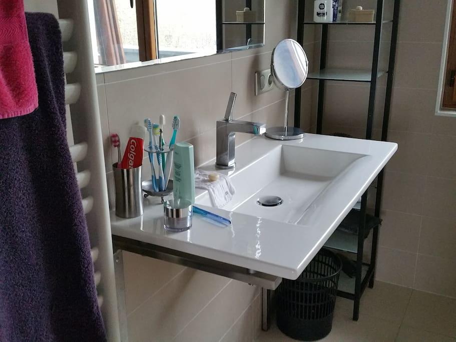 Salle de bain douche italienne très moderne