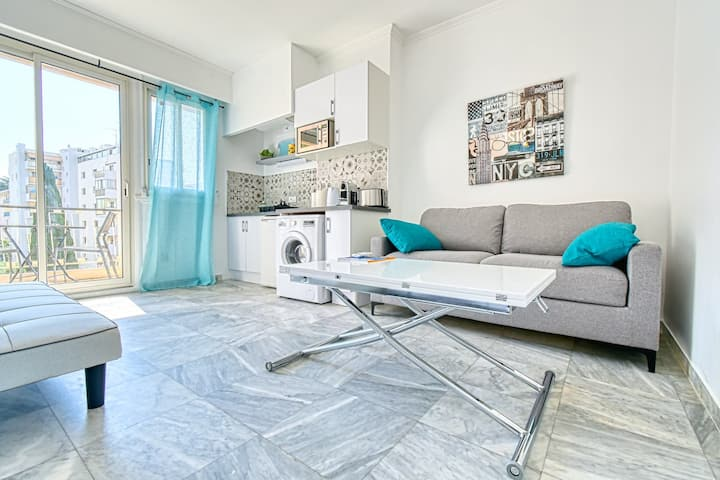 Magnificent modern studio city center of Cannes