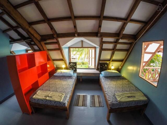 More dorm beds on Malapascua Island - Daanbantayan