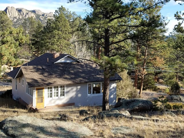 Cozy Estes Park Cottage - Reg 3461