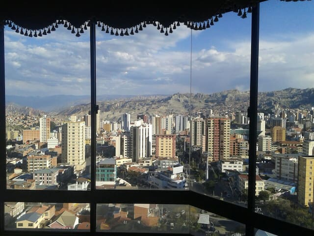 AMAZING VIEWS NICE WARM  COZY APT. NEAR CABLE CAR