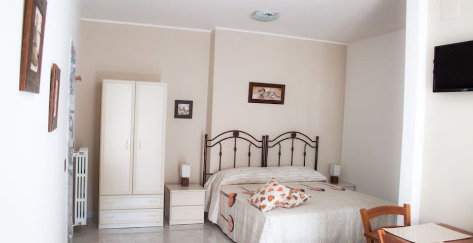 B&B A Casa di Amici - Toritto - Bed & Breakfast
