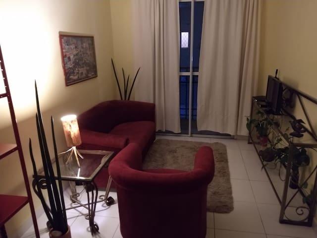 Apartamento com varanda 2 dorm ótima localização.