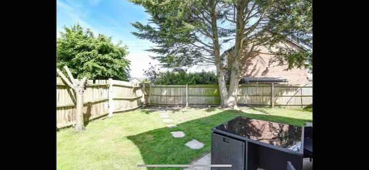 Lovely detached house in Lower Earley Reading.
