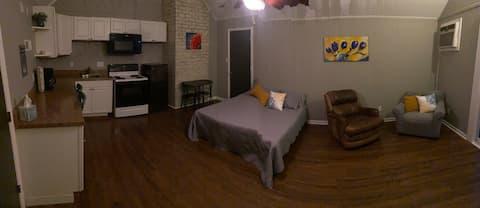 Spacious Summerville Suite-private entrance