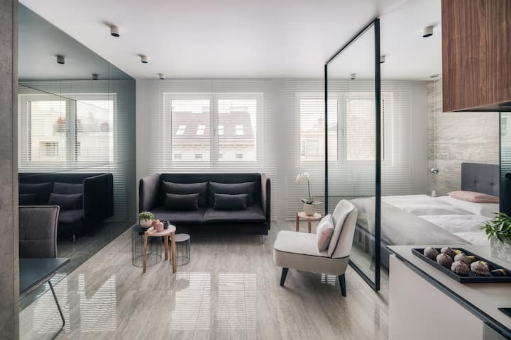Fabulous Peaceful and Modern Design Top Central