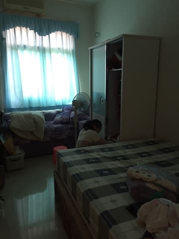 独栋的房子 你的房间在二楼 - 中山市 - Casa