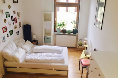 Comfy& Exotic Apartment, great convenient location - Wiesbaden - Lägenhet
