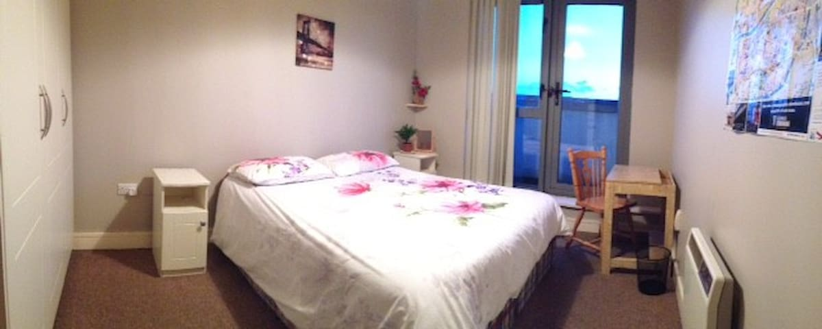 Large & Confy DBL Room just off the city center!! - Dublin - Apartamento