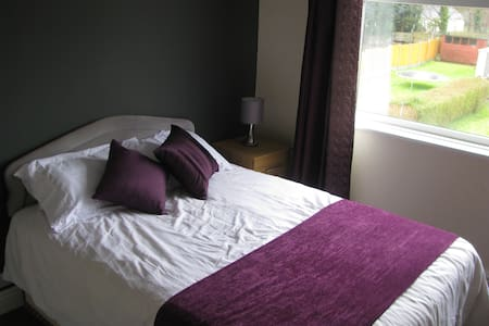 Comfy modern room near town centre & countryside - Wolverhampton - Rumah