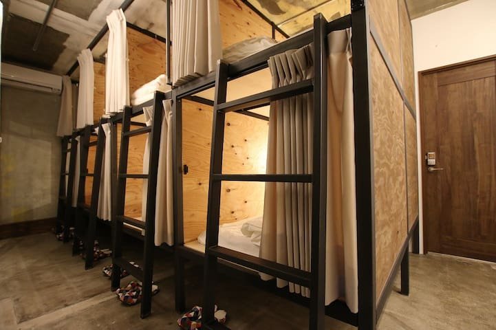 Female bunk cabin