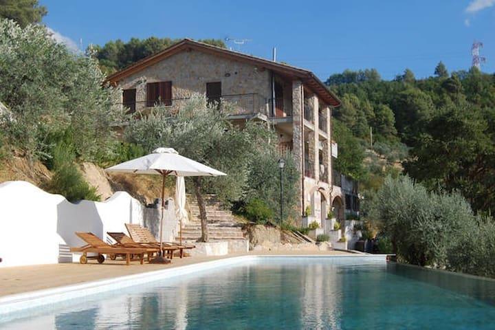 Appartamento con ampio terrazzo e vista panoramica - Terni - Apartment
