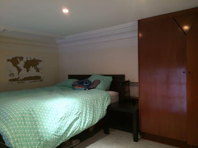 Double bed in gorgeous studio - ladies only - Saint-Gilles - Loft