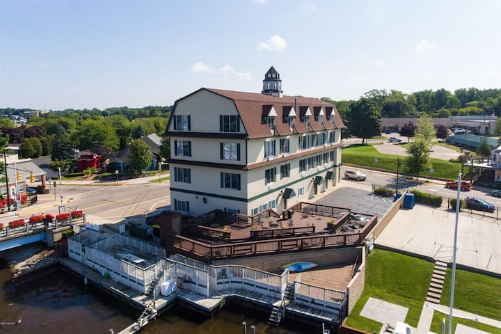 Harbor View at The Colonial - 3 night minimum - Book now!