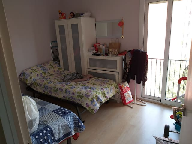 Room in 80 sq.m appartment at 18km of Barcelona