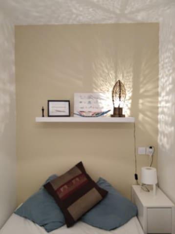 Paris 19ème, petit appartement avec très belle vue