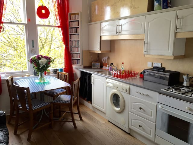 Spacious traditional Tenement - Clydebank - Byt