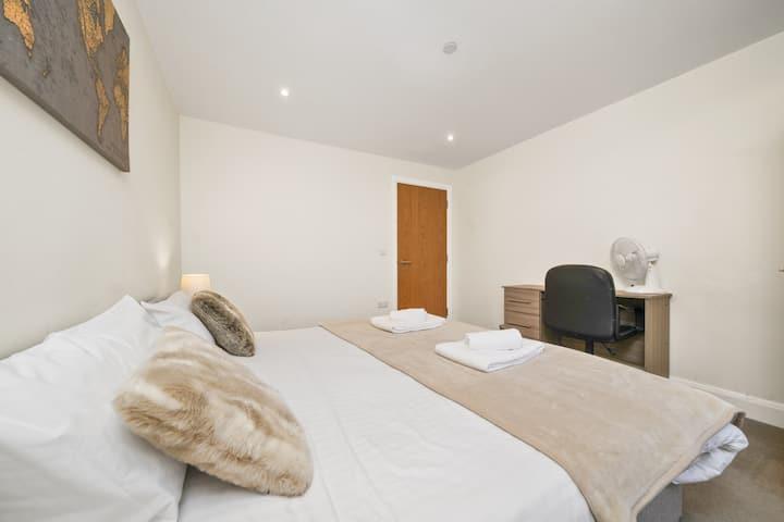 Heathrow Living Serviced Apartments - Apt 8