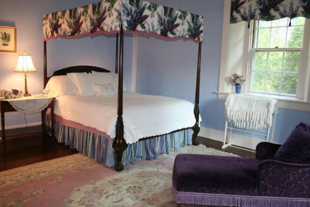 Lavender Room (suite)