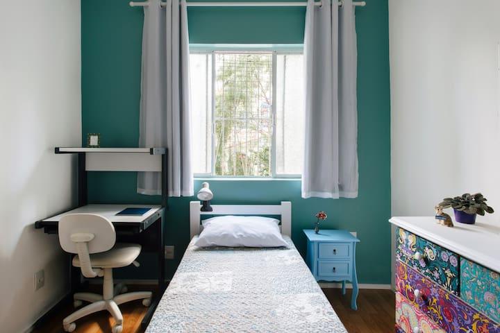 Confortável quarto single prox. Shop. Frei Caneca