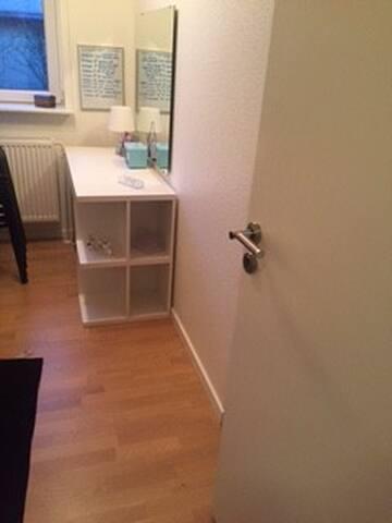 Mindre pendler værelse - Støvring - House