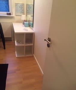 Mindre pendler værelse - Støvring - Casa
