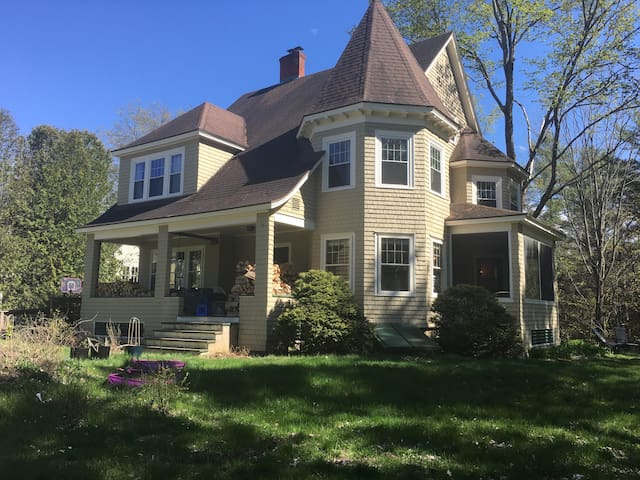 Spacious Victorian Dream Home - Morristown
