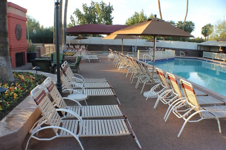 Family Vacay! Two Comfy Units, Pool, Free Parking