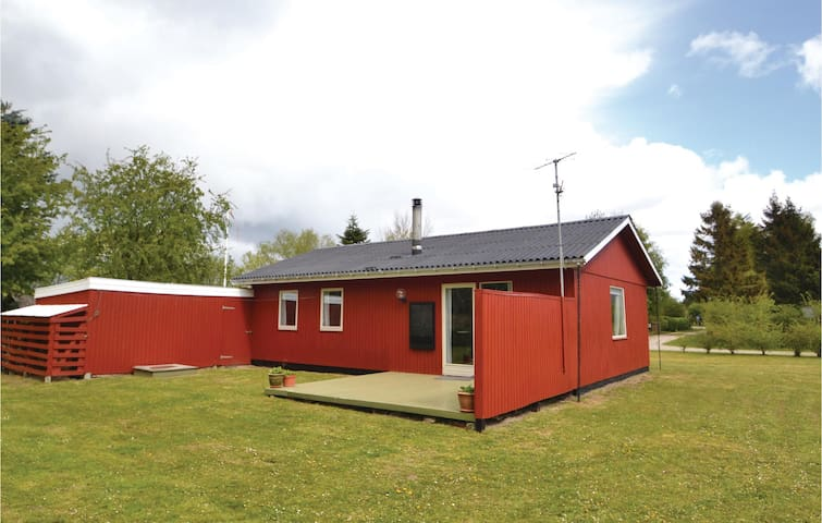 Holiday cottage with 3 bedrooms on 65m² in Ørsted