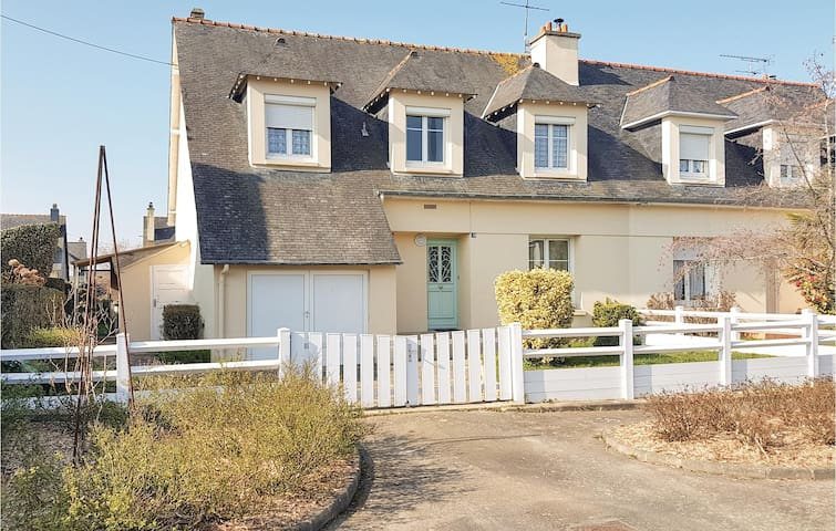 Semi-Detached with 4 bedrooms on 115m² in Cancale