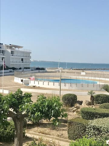 AS17378 - P4 In a residence directly on the beach with sea view and pool