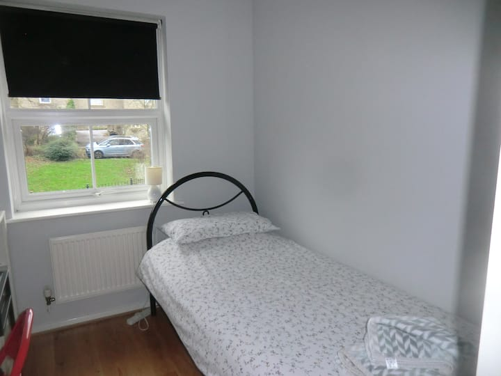 Single Comfy Room in Frome - no cleaning fee