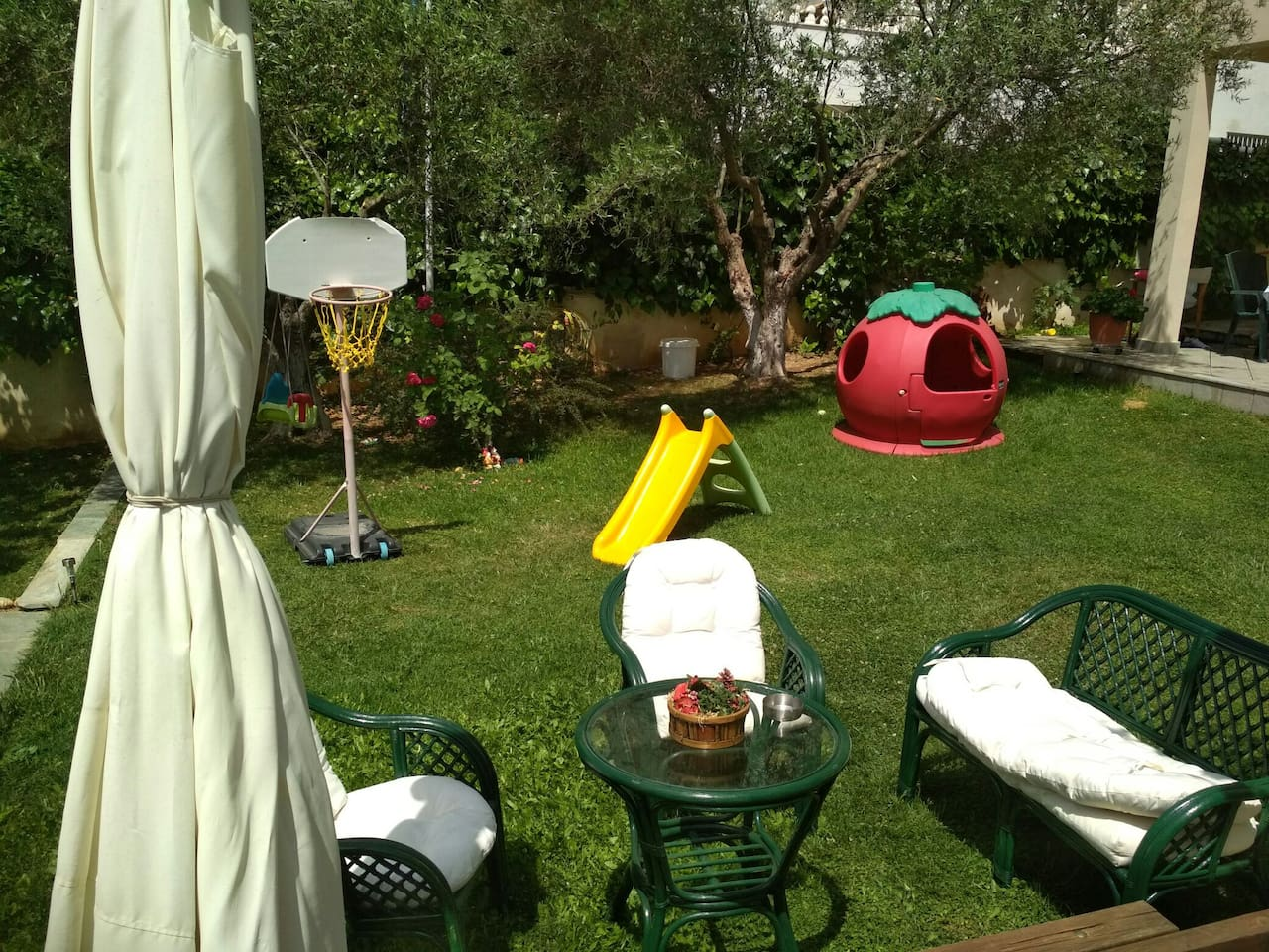 Our beautiful garden with many toys for your children!