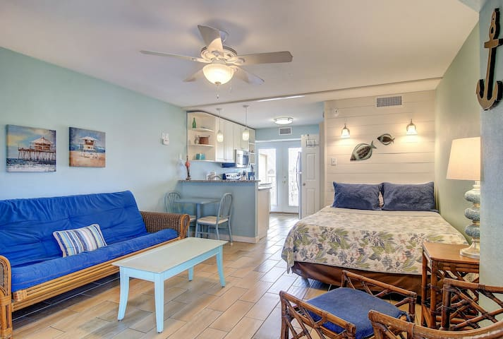 Dog-friendly studio condo w/ shared pools, near popular attractions!