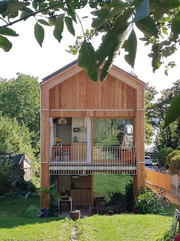 Wunderschöne FeWo  in neuem Holzhaus 100m zum See