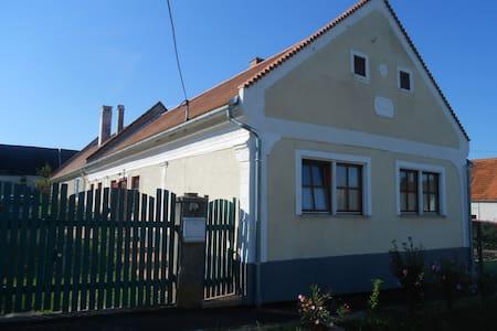 Bruderhaus szállás / Rádzsa ház - Vöröstó